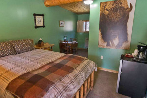 Silver Gate Lodging - Motel, Cabins & Home Rentals